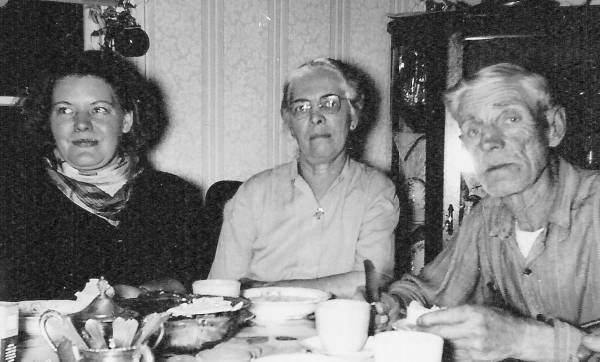 Agnes Frost, Naomi and Art Hawley